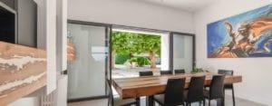 baie vitrée ouverte double coulissant mural
