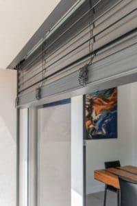 stores vénitiens en option baie vitrée double coulissant mural
